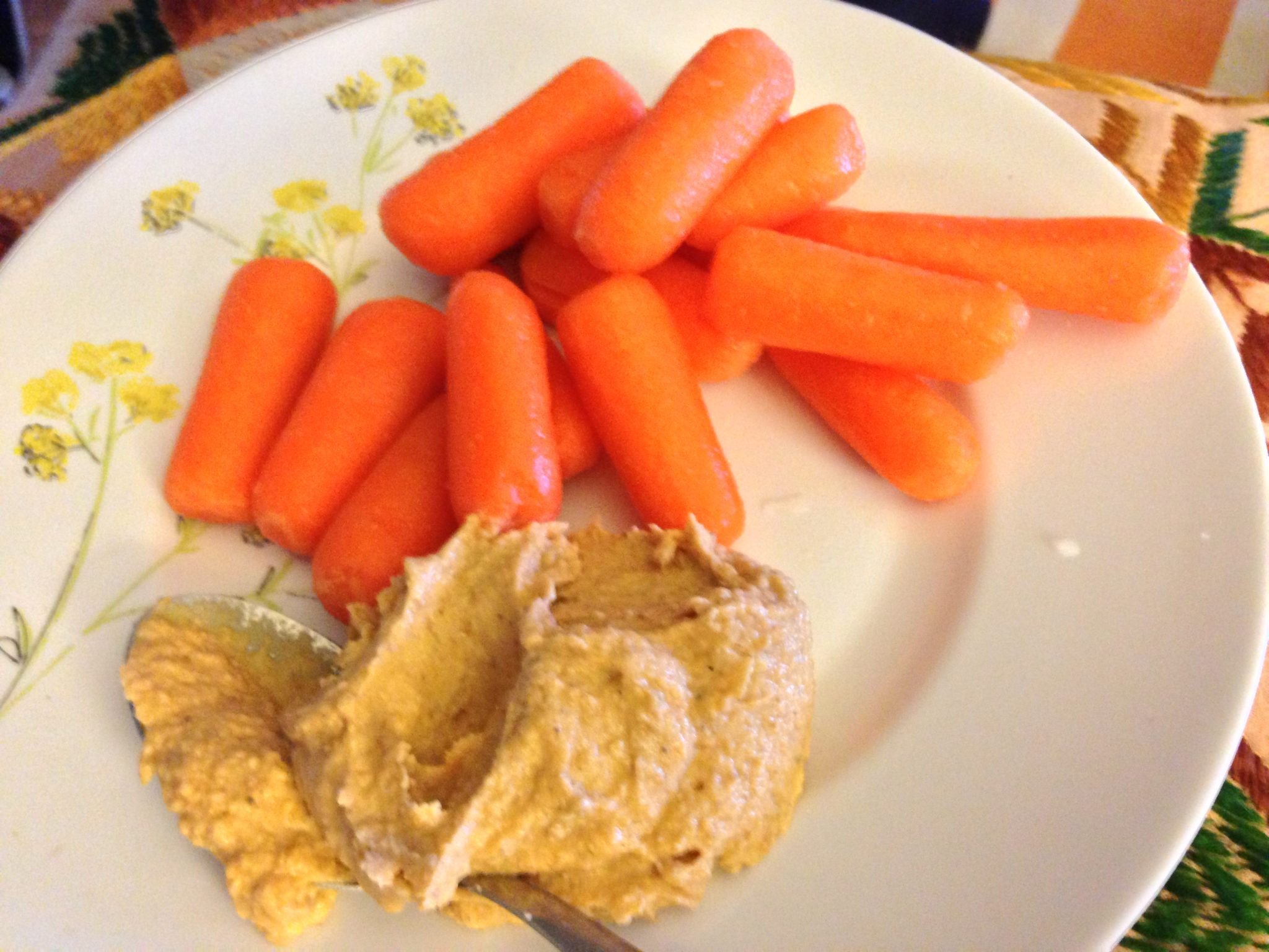 Great snack: Hummus and Carrots