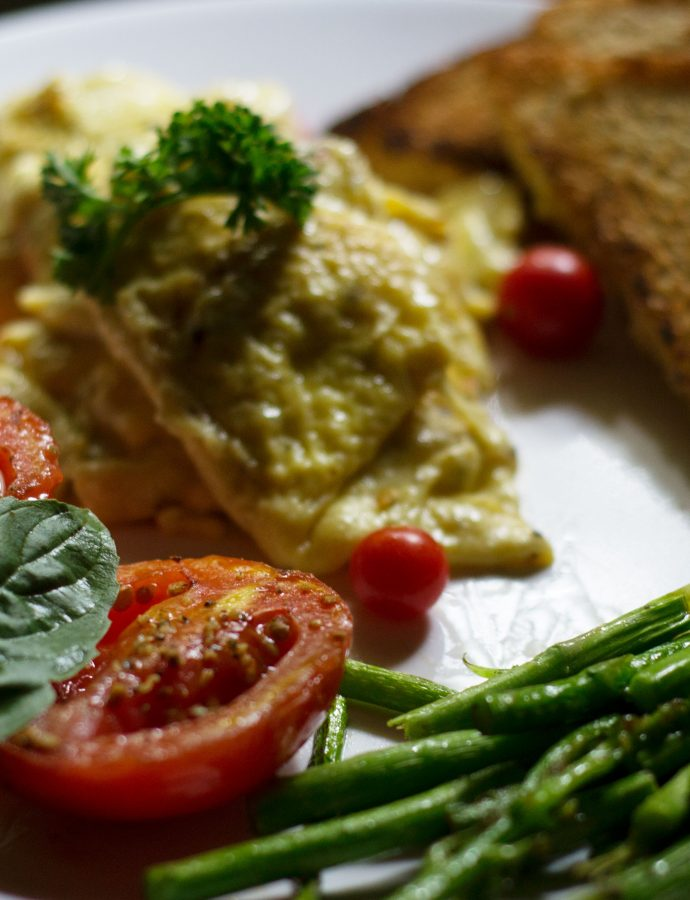 Super-easy scrambled eggs with grilled Asparagus and roasted Tomatoes