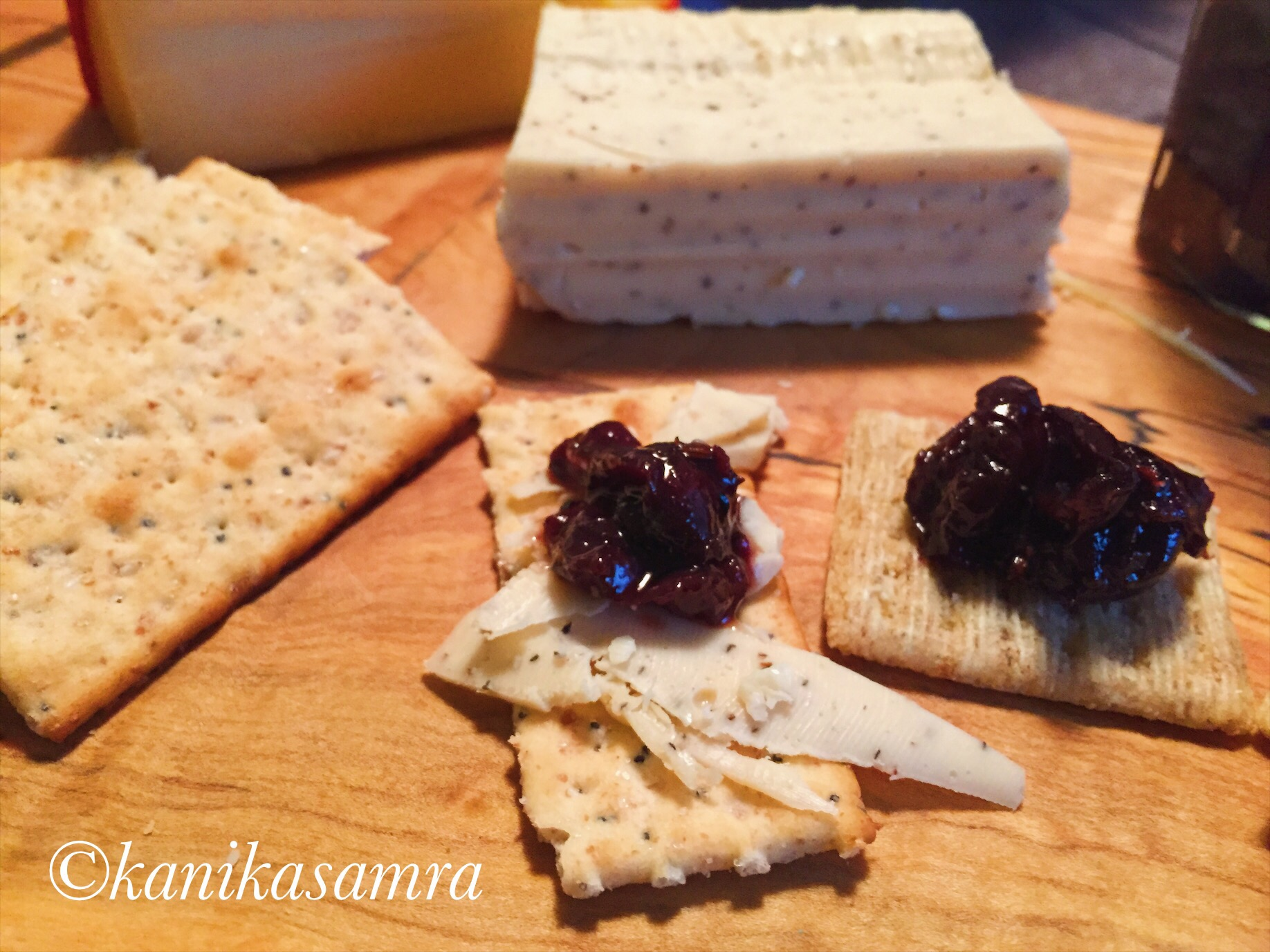 Cracker with Chutney