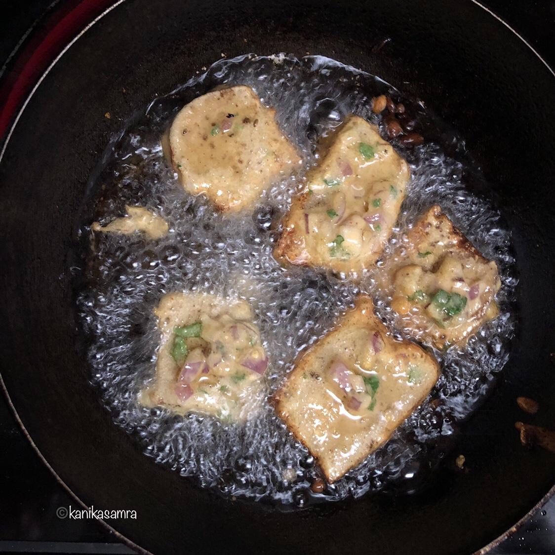Frying Pakoras