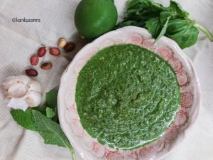 Spinach and peanut pesto ingredients