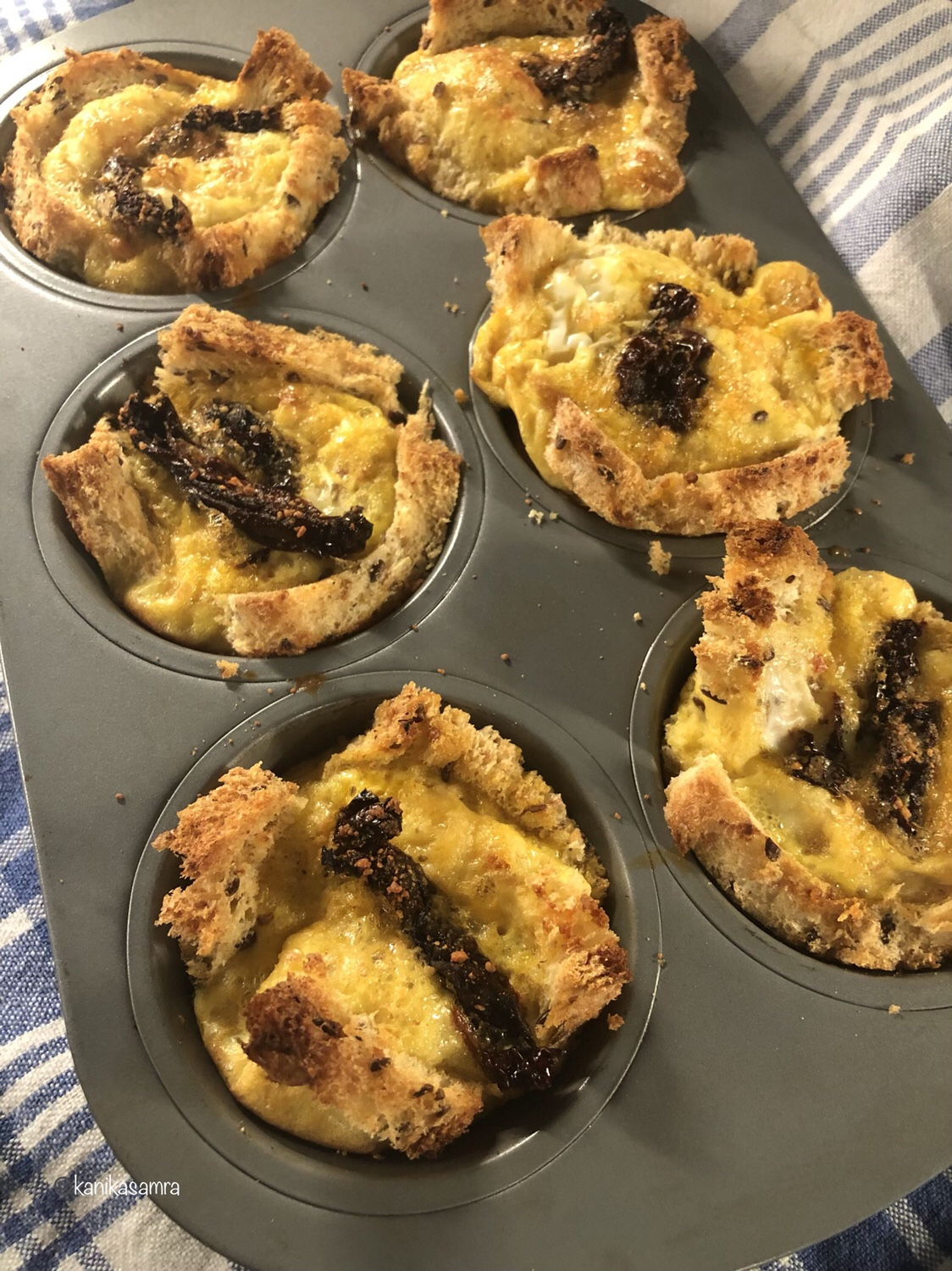 Breakfast Muffins with Bread, Eggs and Sundried Tomatoes